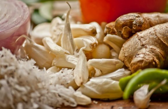 Knoblauch Ingwer Kräuter kochen Zutaten frisch